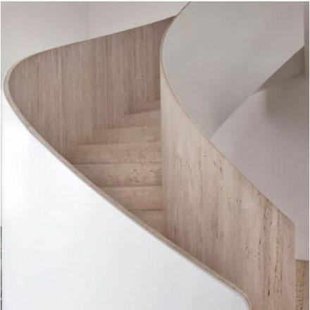 escada em madeira helicoidal