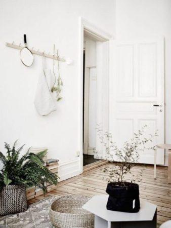 A porta de entrada pode ficar bem charmosa aplicando Boiserie.