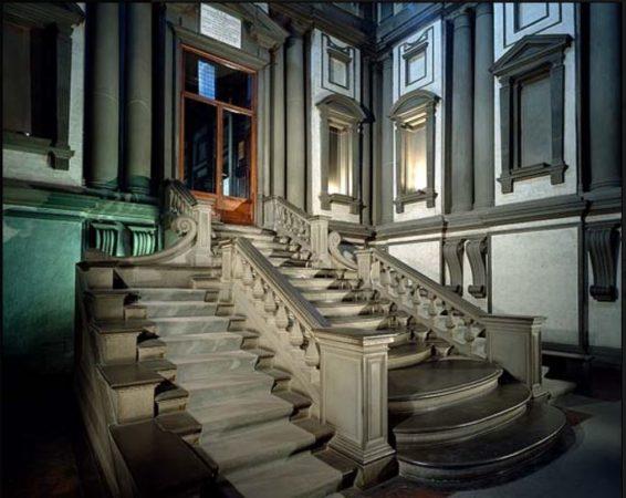 escada laurenciana de Michelangelo