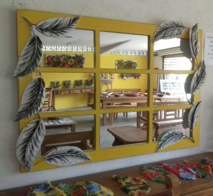 espelho amarelo com folhas por rafael santos