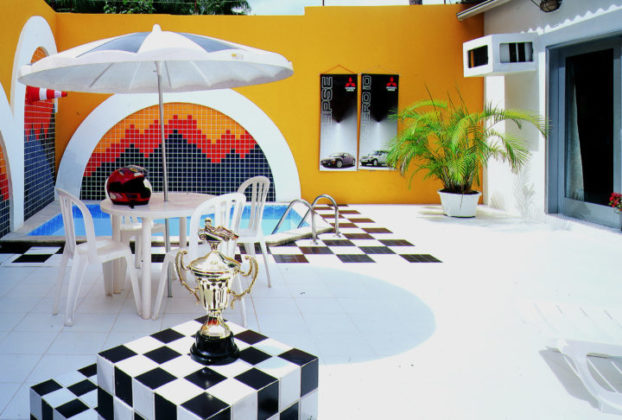piscina guarda sol suite pit stop motel