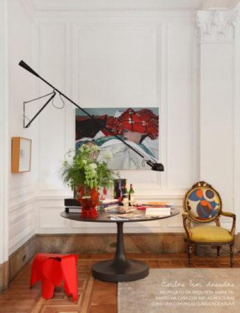 Decoração Gisele Taranto, ótimo exemplo da decoração contemporânea com Boiserie na parede.