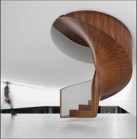 escada helicoidal suspensa