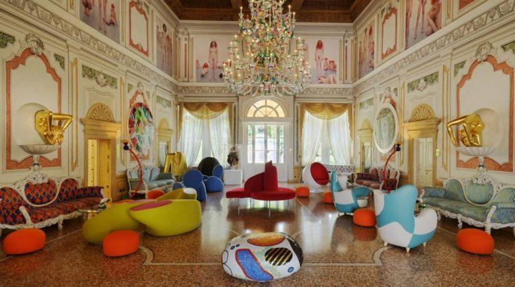 o hotel de luxo Byblos Art, em Verona, na Itália, que celebra 10 anos de existência este ano. A decoração de hoje contracena com a arquitetura neoclássica e não deixa nada a desejar em personalidade e charme.