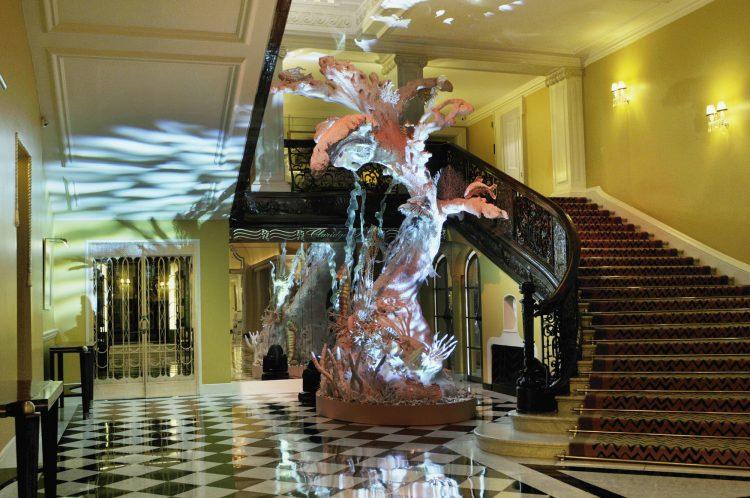 A árvore de John Galliano para o Claridge Hotel em Londres