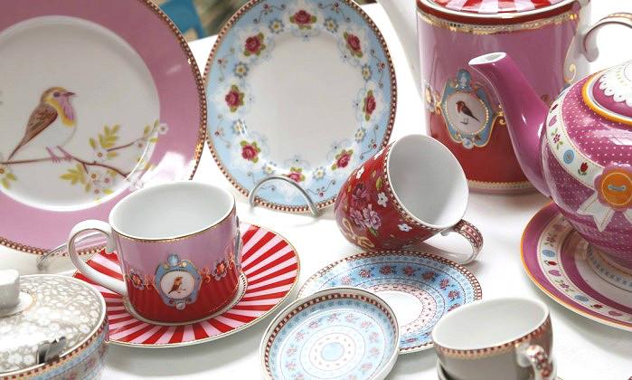 mesa com porcelana coordenada