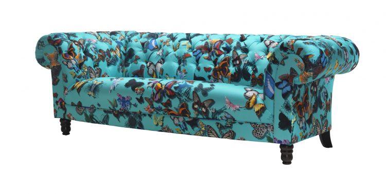 sofa azul com borboletas