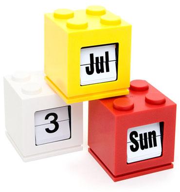 relogio com formato de peças de lego
