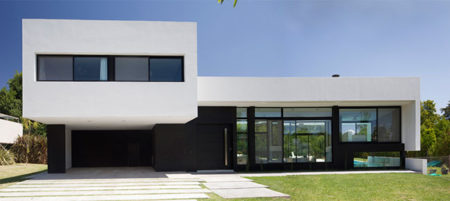 casa branca e preta