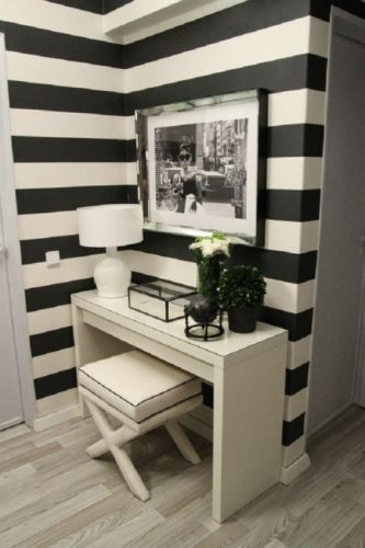 corredor branco e preto