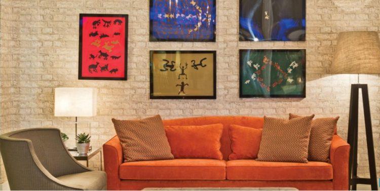 ambiente com sofa colorido de joy garrido