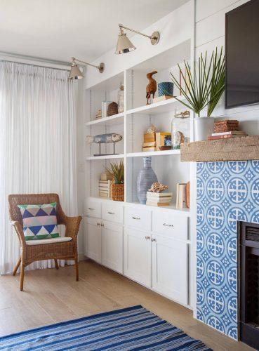 estante com azuleijos portugueses