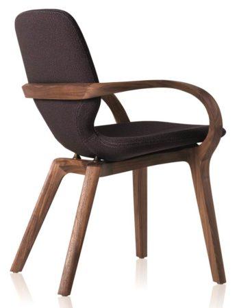 Cadeira assinada por Jader Almeida ganhadora do prêmio alemão IF DESIGN 2017