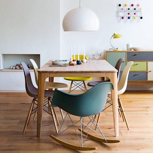 Cadeira Charles Eames de balanço na sala de Jantar