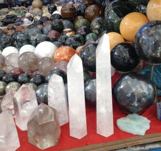 cristais e pedras na praça general osorio