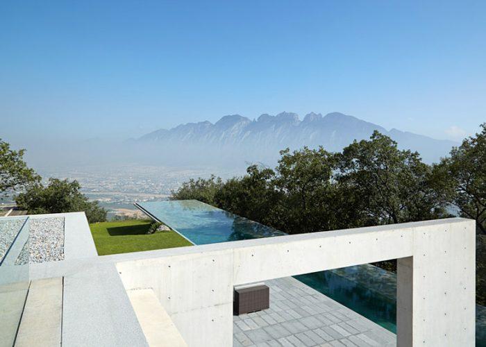 Piscina em Em Monterrey, México, projeto de Tadao Ando e Edmund Sumner