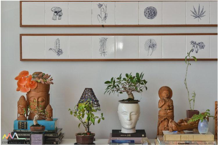 Detalhes com azulejos de Adriana Varejão no apartamento de Yara FigueiredoFoto: Adriana Granado
