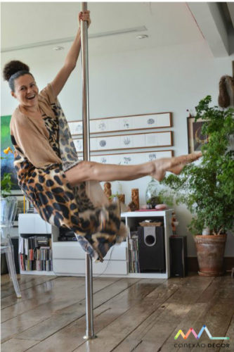 Yara Figueiredo no pole dance