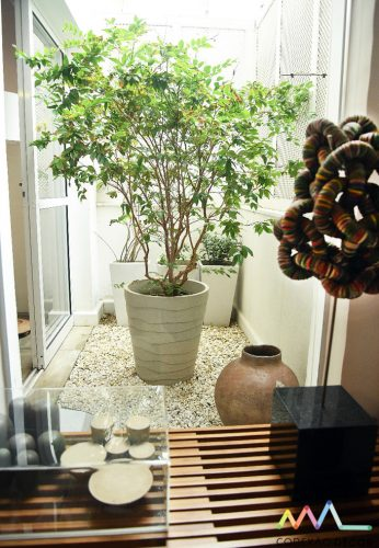 escultura de zemog com tampinhas na casa de rudy meirelles foto de ari kaye conexao decor