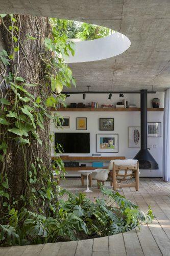 Casa no Itanhangá assinada pelo arquiteto Alessandro Sartore foto Denilson Machado