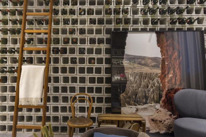 Adega com blocos de concreto da Triart Arquitetura