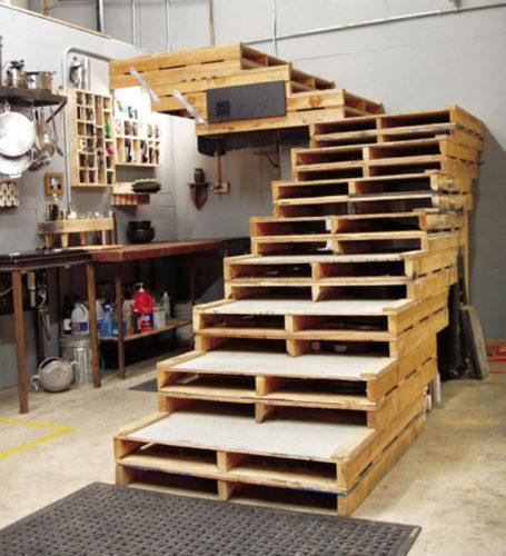 Escada feita com pallets