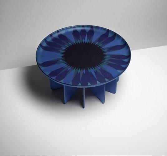 Talisman Table, pela designer India Mahadar, para Objets Nomads, Louis Vuitton