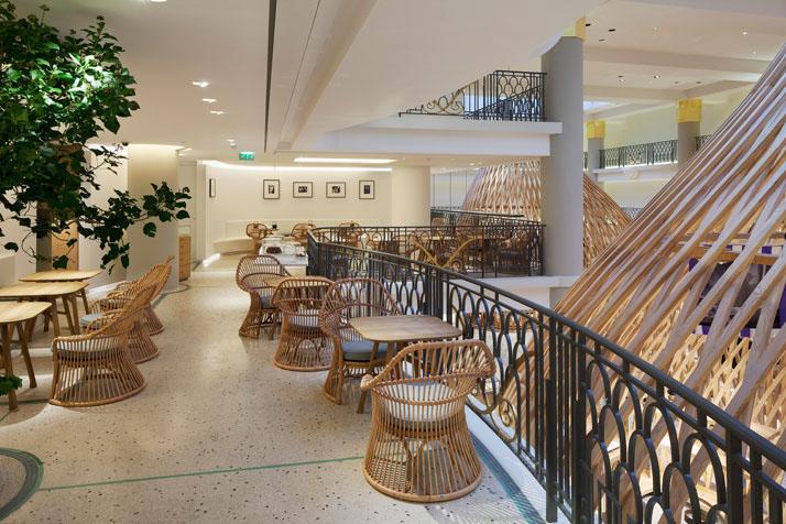 Café no Interior da loja Hermès Rive Gauche