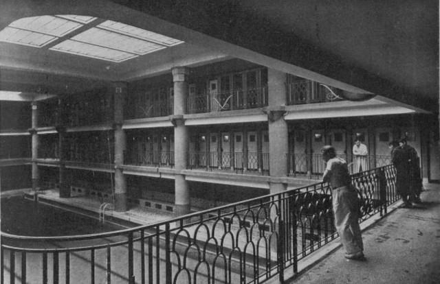 Fachada, entrada da antiga piscina do Hotel Lutetia.
