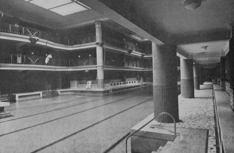Foto da antiga piscina do Hotel Lutetia que hoje é loja Hermes Rive Gauche