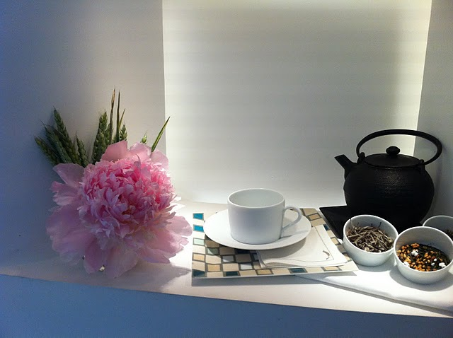 louça do café do Interior da loja Hermès Rive Gauche