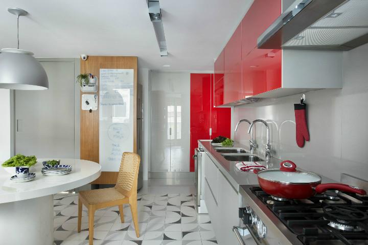 Cozinha do apartamento do edificio diamante azul projetado por Roberta Devisate