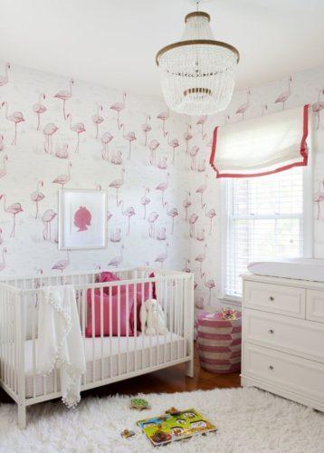 Papel de parede em um quarto de bebe .