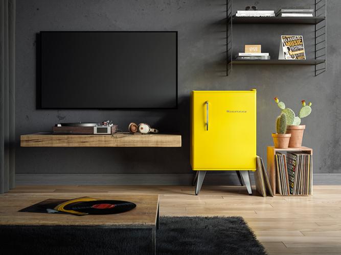Frigobar na decoração, o amarelo do frigobar foi o destaque nesse projeto pois faz um contraste com a parede cinza.