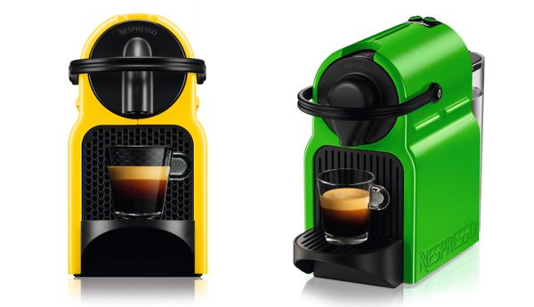 Máquinas caseiras de café expresso, da Nespresso. Coloridas dão um charme no cantinho do café.