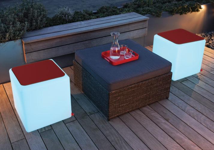 Banco usado como banco e como mesa....