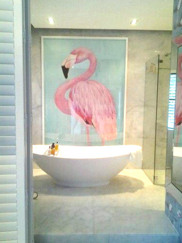 Maior charme esse painel no banheiro!