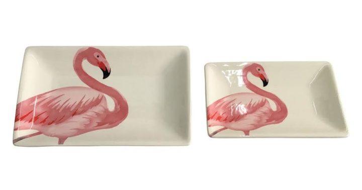 Pratos de porcelana com flamingos.
