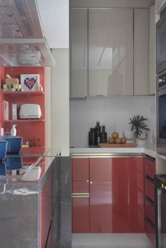 Cozinha vermelha de bianca da hora