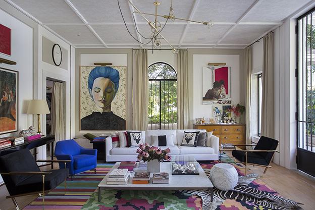 ambiente de Paola Ribeiro para o CasaCor Rio 2016 com 3 tapetes sobrepostos