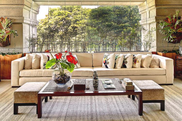 Varanda com decoração tropical