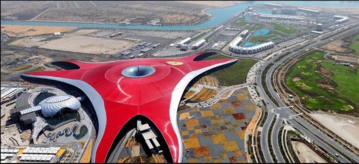 Ferrari World, em Abu Dhabi, nos Emirados Árabes. Construções diferentes