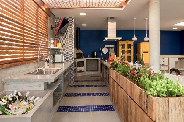 Cozinha com floreiras para horta