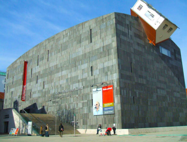 Museum Moderner Kunst (MUMOK), Museu de Arte Moderna, na Áustria. construções diferentes