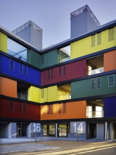 Edifícios coloridos pelo mundo, Conjunto residencial Manzana Perforada, Madri<br /> Autor: Amann-Canovas-Maruri