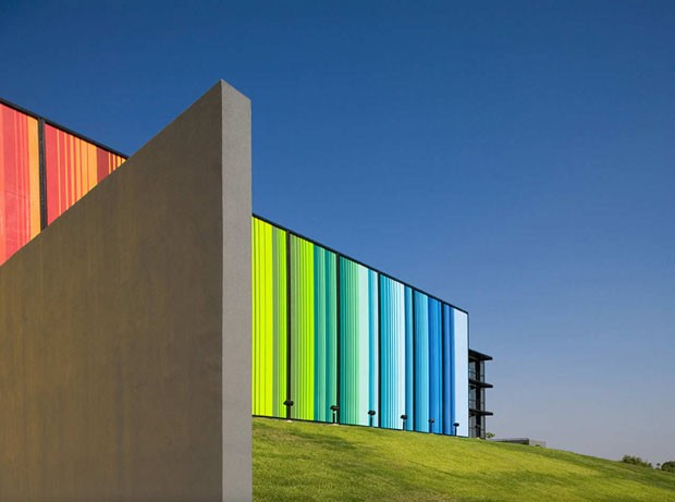 Edificios coloridos pelo mundo, Fine Arts Center, Edcouch-Elsa, Texas, EUA<br /> Autor: Kell Muñoz Architects