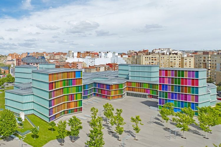 Edifícios coloridos pelo mundo, Museu de arte contemporânea em León, Espanha.