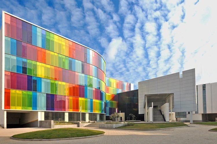 16 edifícios coloridos do mundo, com arquitetura moderna.