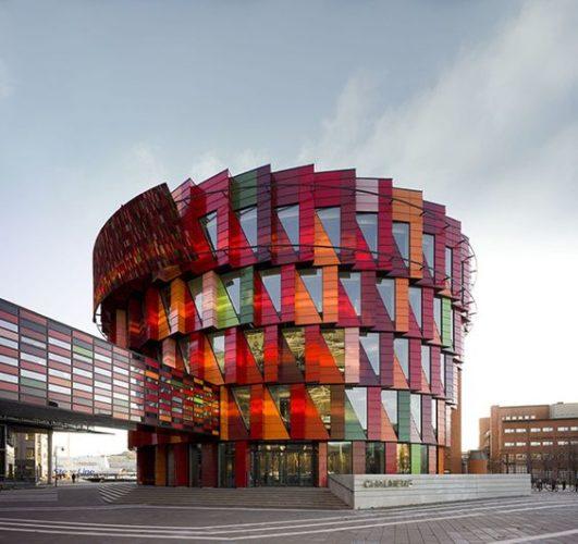 Edifícios coloridos pelo mundo, na Suécia .