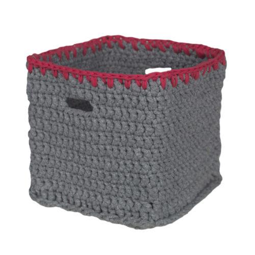 Caixa Organizadora em Crochê Tools, produzida artesanalmente pelas Mulheres de Mafra com resíduos de malha da Meu Móvel de Madeira.